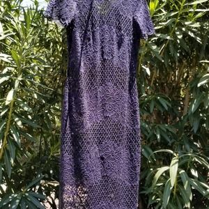 Body conscious Lace dress with scalloped sleeves